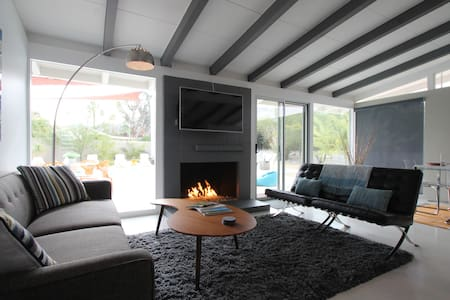 Boutique Mid Century Retreat - Rancho Mirage - Hus