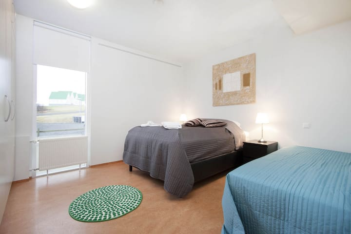 Great Two Bedroom Apartment at the Golden Circle!