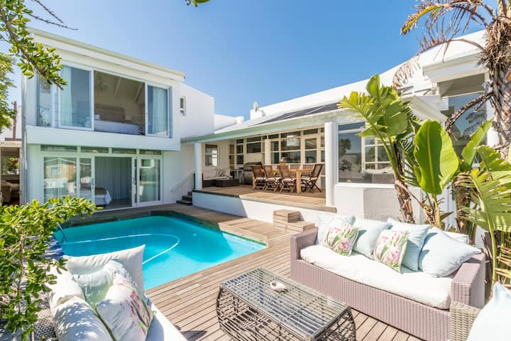Blouberg White Waves Beach House - Beach-Front