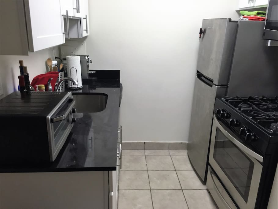 Kitchen w/ dishwasher, refrigerator, oven, microwave oven