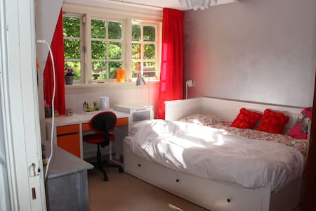 Charming bedroom close to Amsterdam and Schiphol - Badhoevedorp