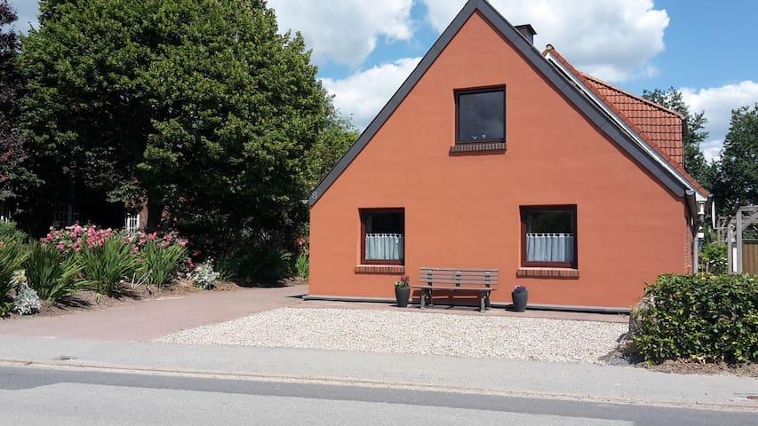 Ferienhaus Op´n Dörp ,Wesselburen 5km / Büsum 18km