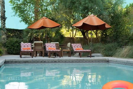 GORGEOUS PVT MODERN RETREAT HOME - Palm Springs - Hus