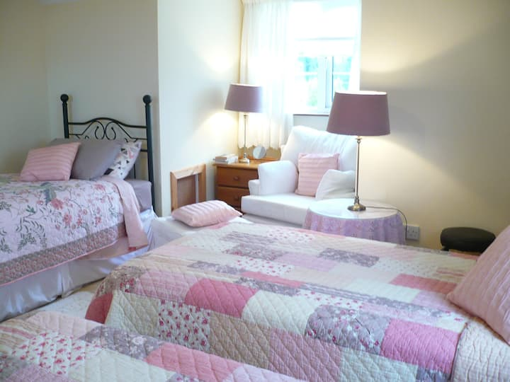 Triple Room - En-Suite w/Complimentary Breakfast