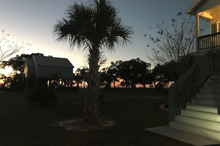 Cute Gulf Coast Beach Apartment - Waveland