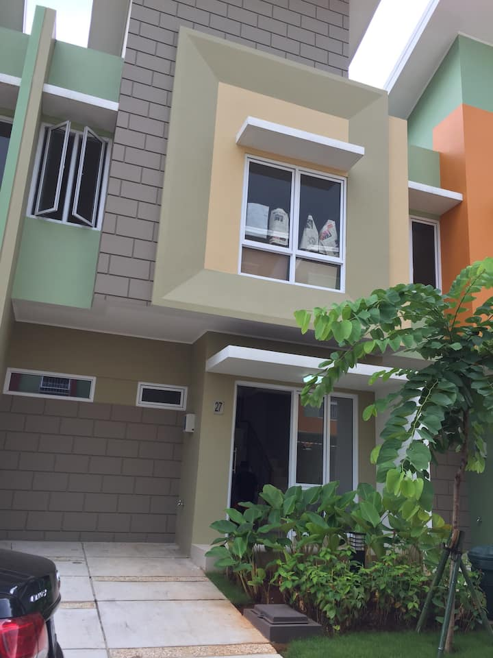 Great location, close to malls and golf course