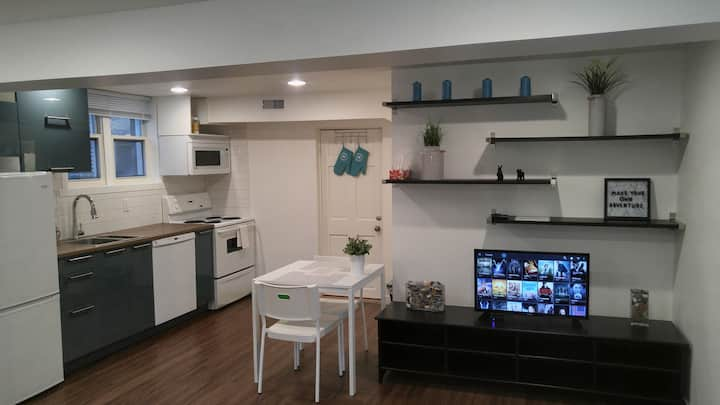 Modern Studio Apartment - Close to Downtown!