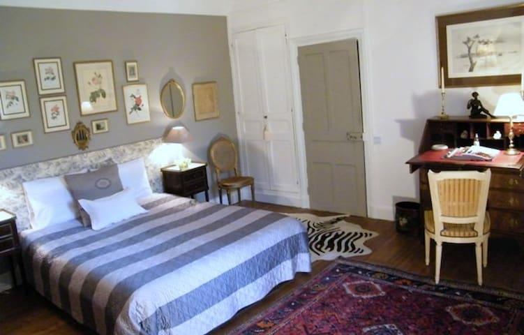 2 Grandes chambres cosy, cadre verdure et châteaux - Dhuizon - Casa