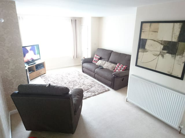 Spacious 4 bedroom (5 bed) home, Tingley Nr Leeds