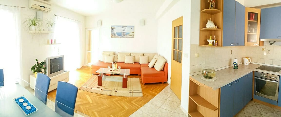 Spacious 6+2 sea view apartmant - Makarska - Apartament