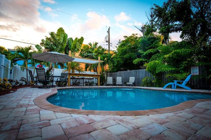 342B Canal Rd - Beautiful Condo Close to the Beach, Bars and Restaurants in the Siesta Key Village (Pet Friendly!!)