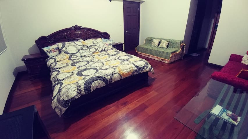 *123m² 3 BEDROOM UNIT ACROSS AYALA & CLOSE TO ALL*