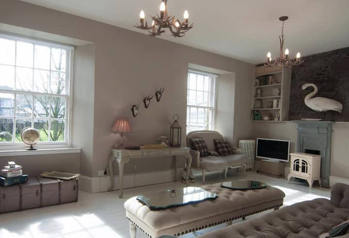 Beautiful home overlooking Rothesay Castle & moat