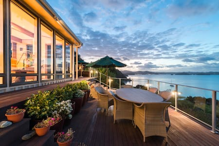 Waterfront Retreat with Inspirational Views - Russell