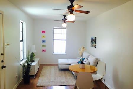 Palma Plaza Pool House - Austin - Apartment
