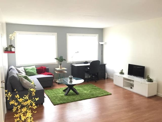 Prvt 2br Pet Friendly Apt w/ Parking & Laundry - Ричмонд - Квартира