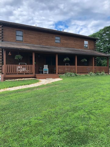 Log Home on 8 acres near Hershey attractions