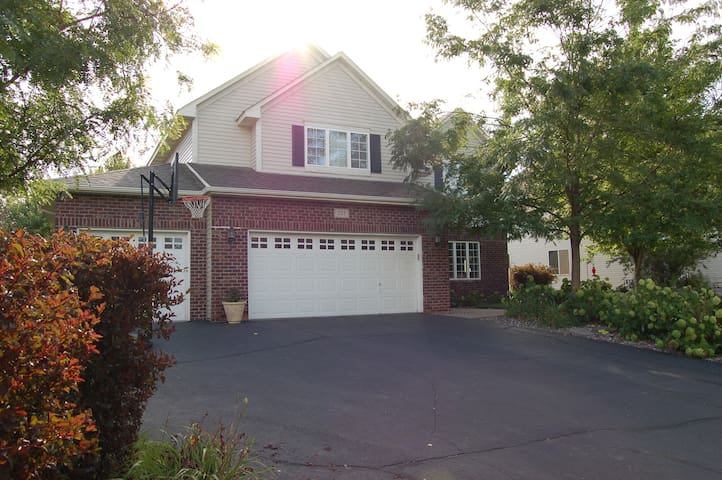 Family- friendly 3 + bedroom home in Chaska/Carver - Carver - Huis