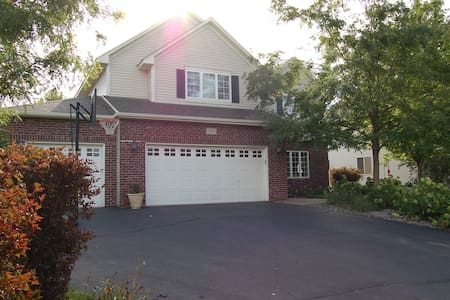 Family- friendly 3 + bedroom home in Chaska/Carver - Carver