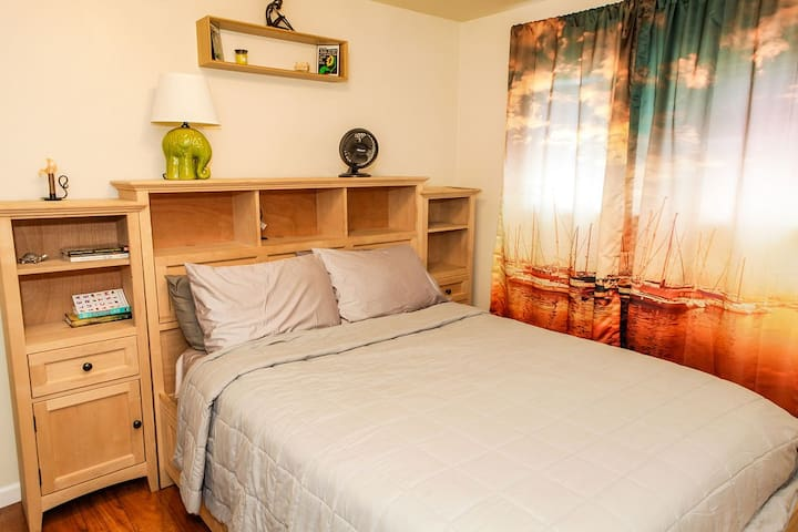 Solid wood queen bed and shelving in main bedroom. Lots of drawers for storage.