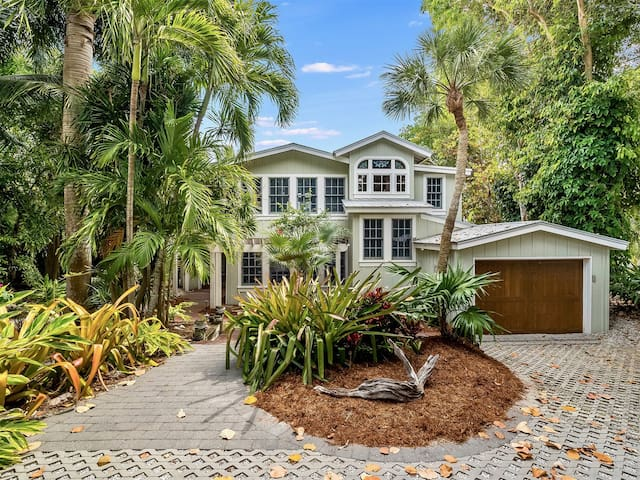 Captiva Ark - Gulf to Bay Captiva Island Private Retreat with Pool and Dock