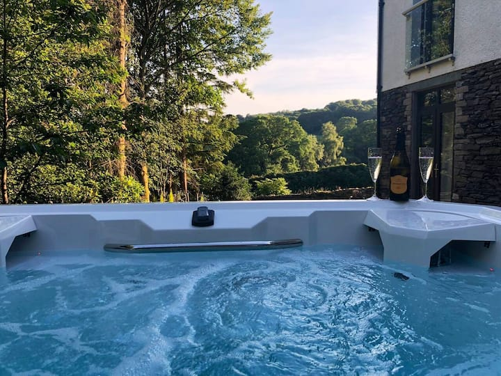 Broom Hill, Large Luxury, 5 star with swimspa