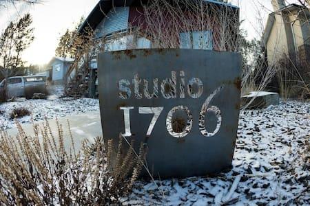 Studio 1706