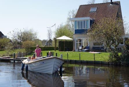 Kindvriendelijk vakantiehuis a.h. Sneekermeer' - Terherne - Huis