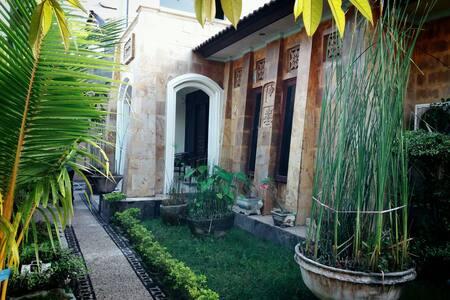 A Cozy House Like Small Villa - mataram