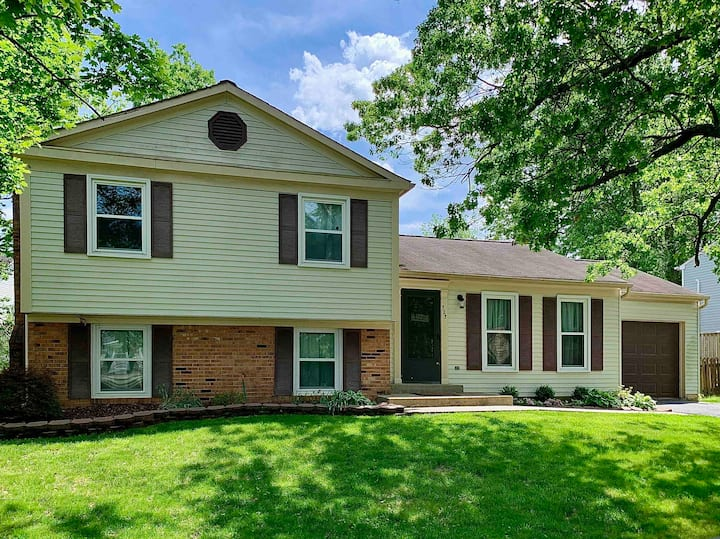 Cozy 2B/2B Home Near DC and Dulles Airport (IAD)