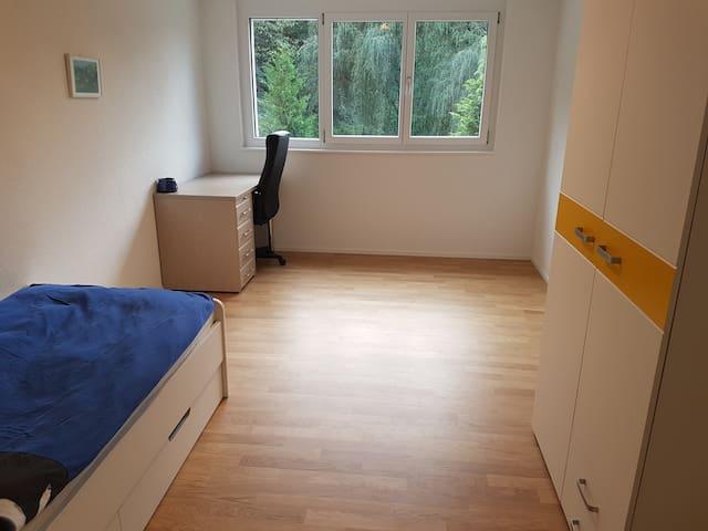 Zimmer mit eigenem Bad nahe Bahnhof Rupperswil - Rupperswil - Lägenhet