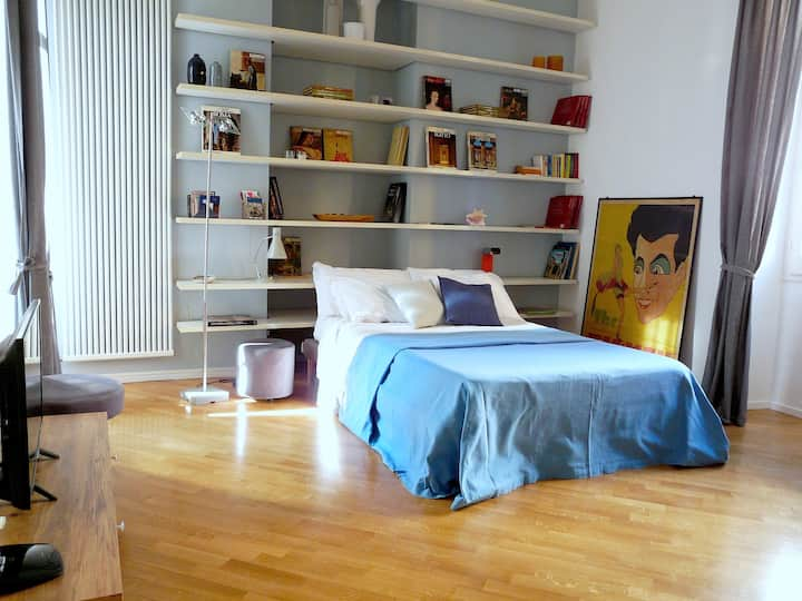 Modern, quiet flat 5 minutes from Colosseum