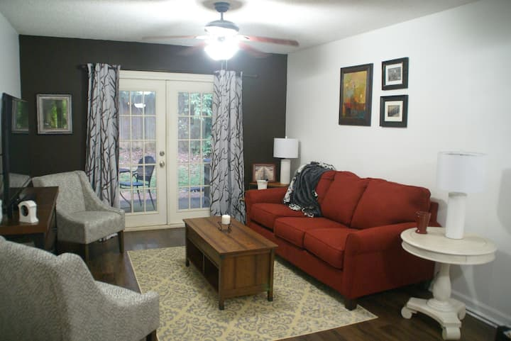 Furnished 2 bedroom Condo, 2 miles from downtown