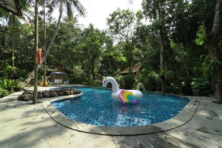 6BR Villa w/ Pool at Rumah Gadog