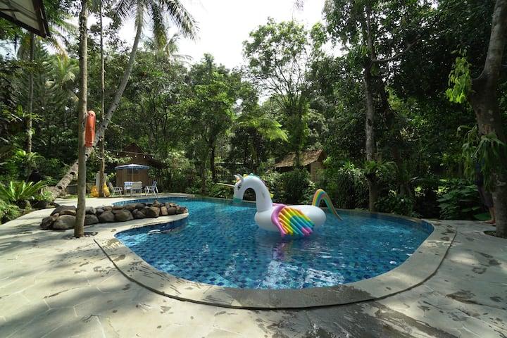 4BR Villa w/ Pool at Rumah Gadog
