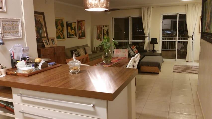 Suite em apto amplo e moderno - Ribeirão Preto - Lejlighed