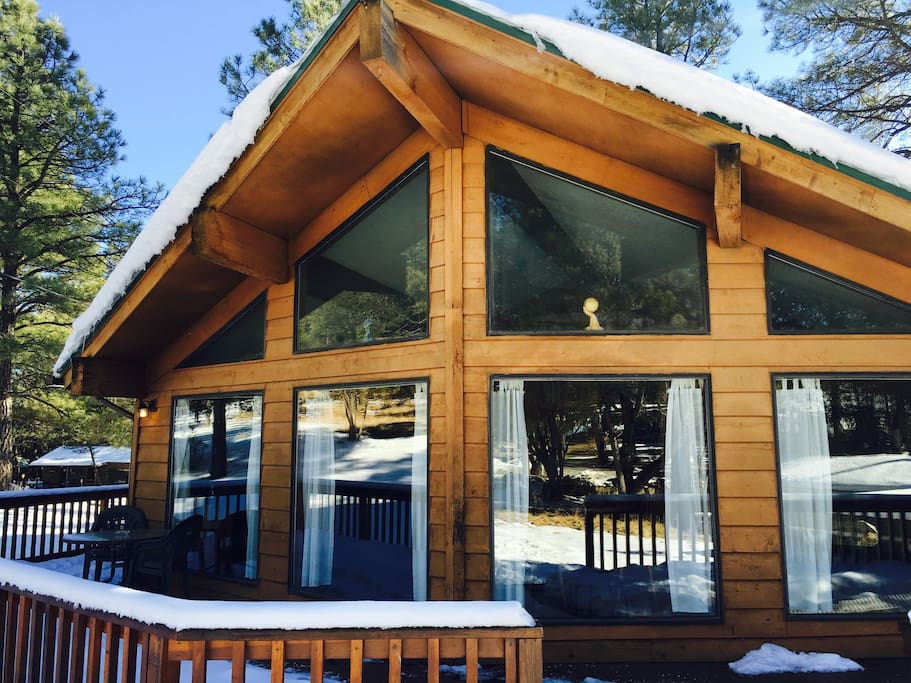 Black Bear Chalet Near River Walk To Town Cabins