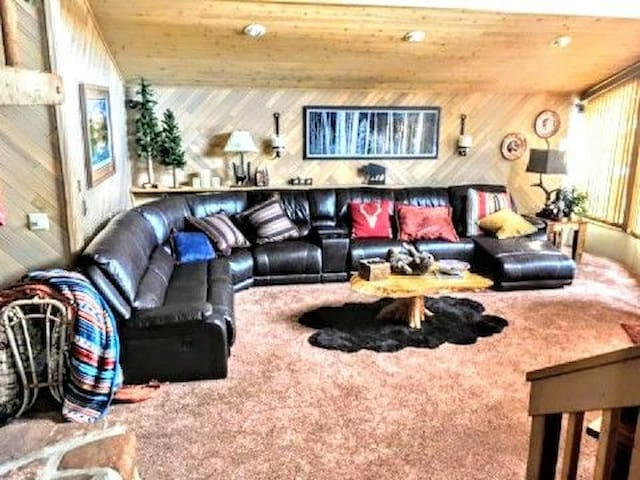 great room with open floor plan next to dining room and kitchen