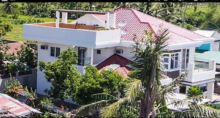 BICOL RESIDENCIA entire house, sleeps 10+, WIFI ac
