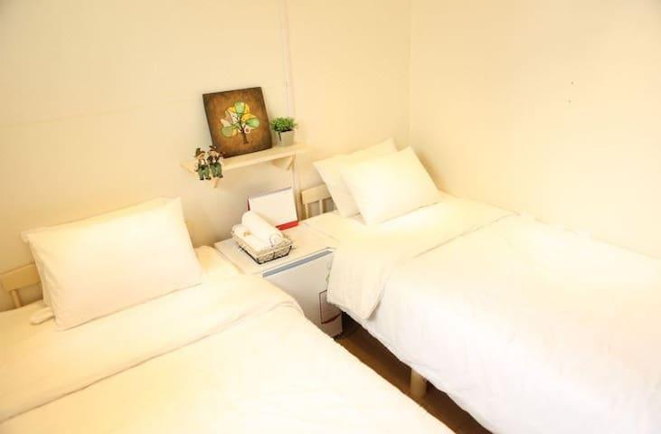 하이게스트 하우스 트윈룸 Hi Guesthouse twin  room