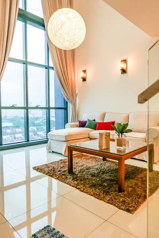 New Cosy 2-Storey KL Loft (w/ Strong WiFi+CableTV) - Ampang