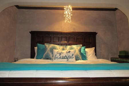 The Savanah King Bed
