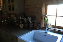 Doing the dishes with a view over the farm and in close contact with the Swedish nature.