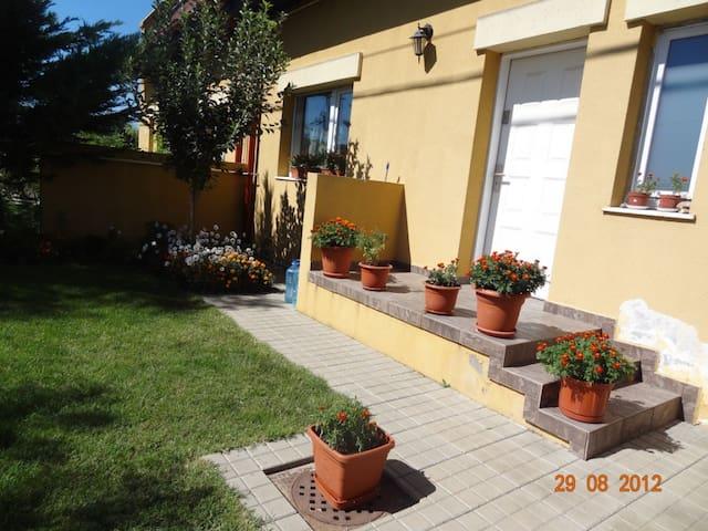 Family-Style Villa - Afumați - Casa