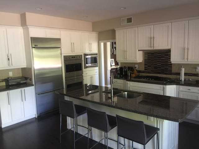 Fully equipped immaculate kitchen