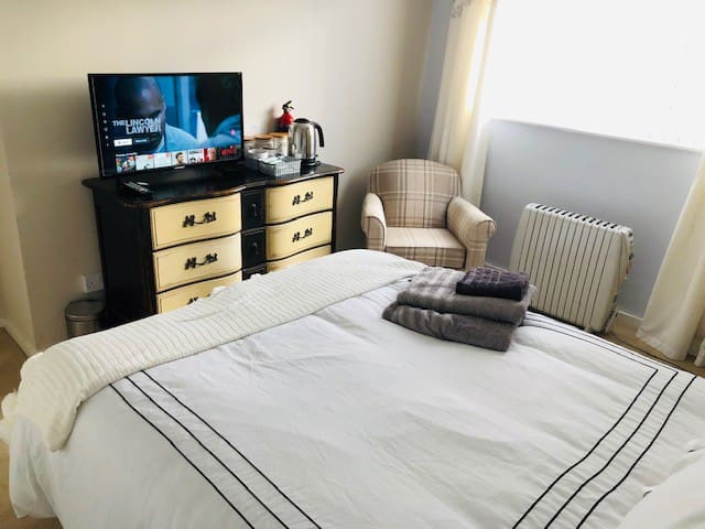 Double Bedroom & shared house facilities near NEC