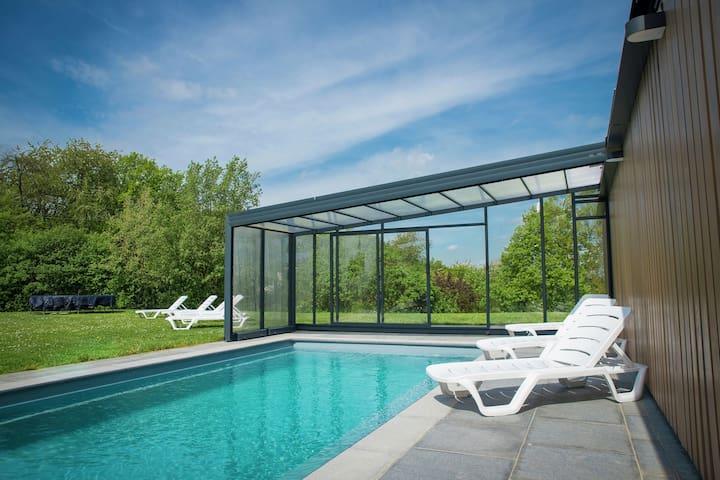 Maison de vacances Ardennaise avec une piscine privée et sauna