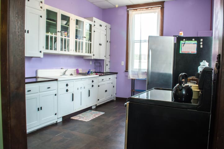 Novelty Retro Kitchen with happy colors.