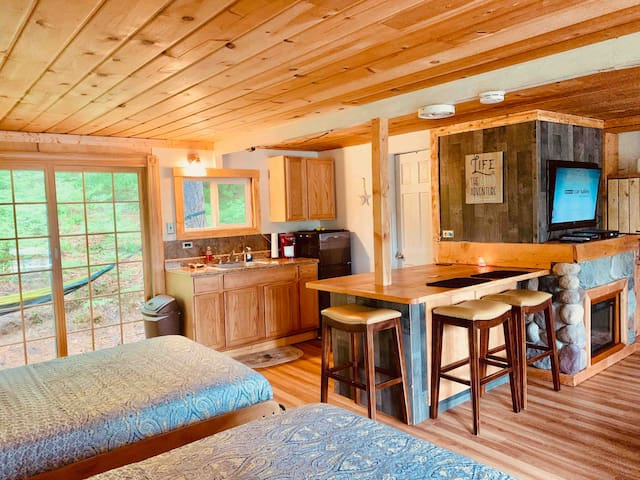 Rustic Hill Top Chalet