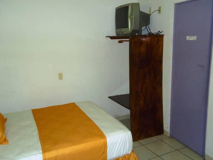 Casa Mexicana Barra Hab.  ECONOMICA con ventilador